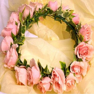 Circulet headress of pink spray roses