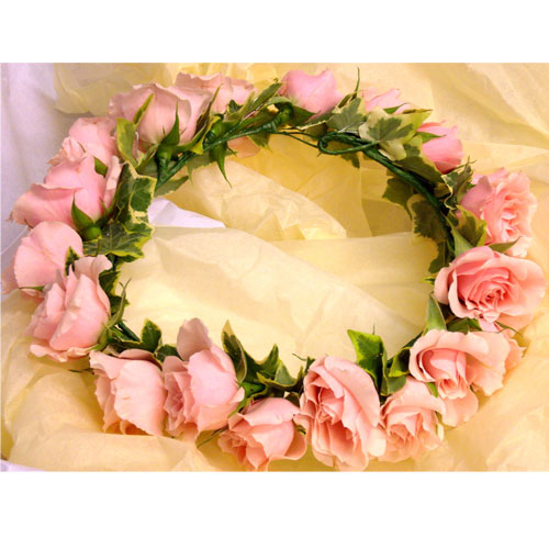 Circulet headress of pink spray roses